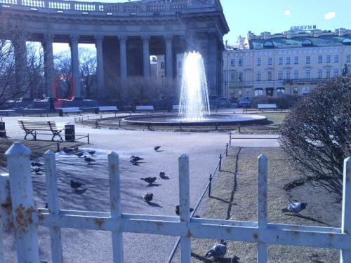 Фотографировала фонтан и между колоннами что то похоже на призрак