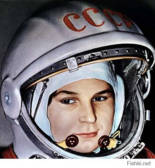 """Валентина Терешкова - 1-я женщина-космонавт в мире; также женщина, имевшая наименьший возраст на момент орбитального полета (26 лет). Единственная женщина в мире, совершившая одиночный полёт.  А вы тут про какую-то """"первую мать в космосе"""" пишите )"""